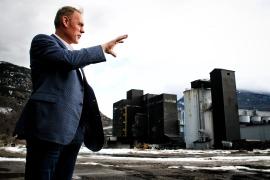 Rep. Ryan Zinke tours the shuttered Columbia Falls Aluminum Company on Feb. 16. Justin Franz | Flathead Beacon