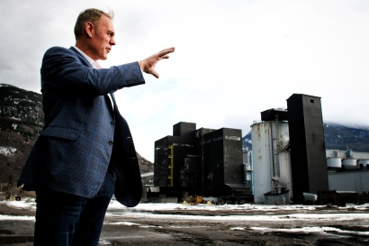 Rep. Ryan Zinke tours the shuttered Columbia Falls Aluminum Company on Feb. 16. Justin Franz | Flathead Beacon